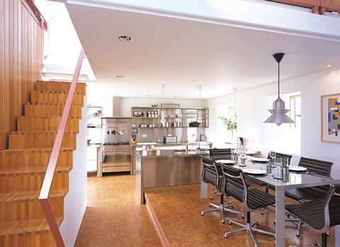 Fusionar ambientes cocina for Modelo de cocina abierta en el comedor