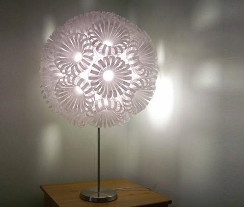 Lámparas hechas con plástico reciclado