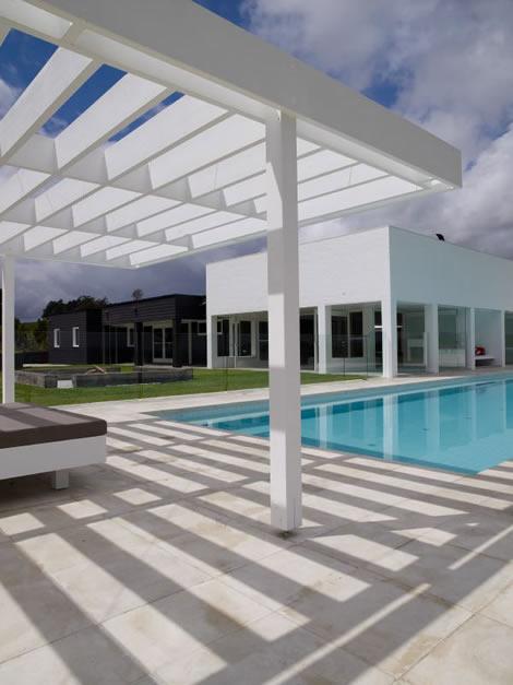 Moderna casa minimalista for Porche casa moderna
