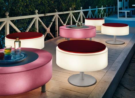 Mobiliario luminoso para el patio for Mobiliario de patio
