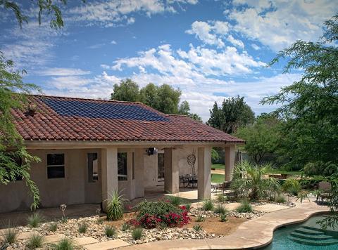 Paneles solares camuflados en el tejado for Tejados solares