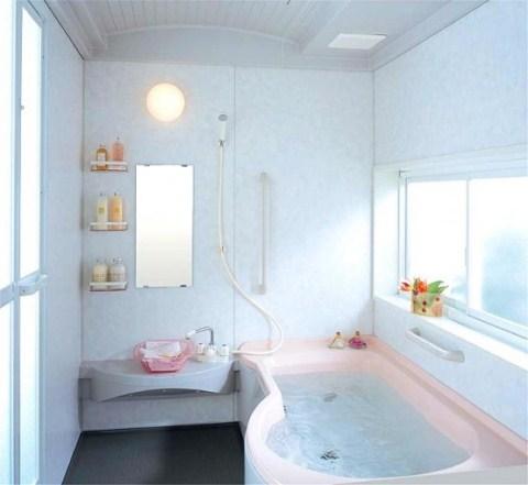 Cuarto de baño con ducha y bañera: cabina de ducha con forma huevo ...