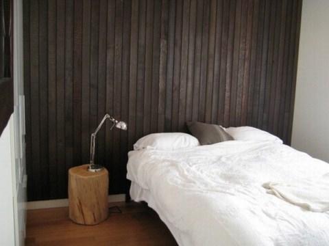 Paredes de madera para el dormitorio - Forrar paredes de madera ...