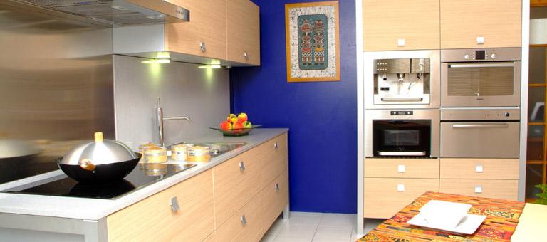 Las cocinas se llenan de color - Cocinas de color ...