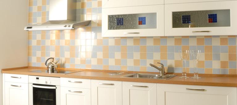 Las cocinas se llenan de color for Cocinas actuales fotos