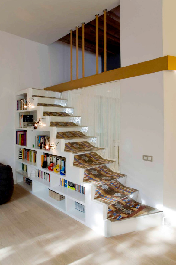 Escaleras de dise o con estanter as - Mezzanine trap ...