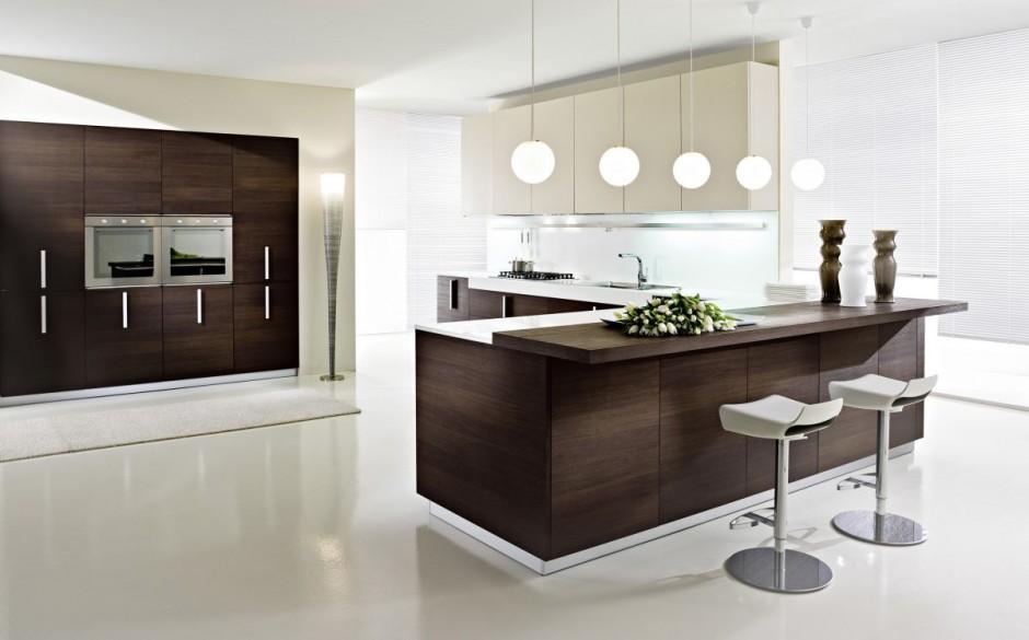 Cocina moderna con isla central. combinando las puertas en color ...