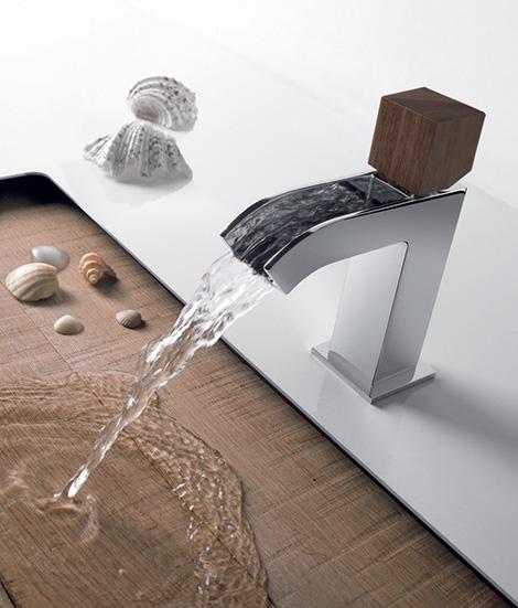 Grifo con cascada de agua para el ba o - Grifos modernos bano ...