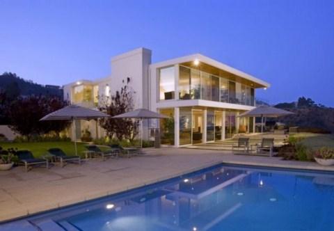 Mansi n con piscina en los ngeles for Mansiones con piscina