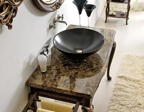 Baño Estilo Romantico:Baño estilo romántico de 1941 por Savio Firmino