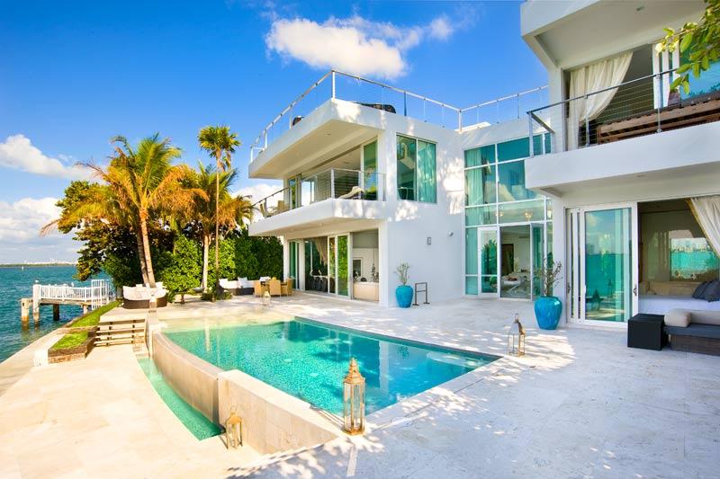 Casa con piscina en miami beach for Casa con piscina urdaibai