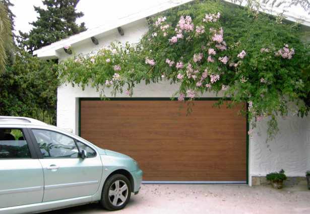 Automatismos para puertas de garaje for Tipos de garajes