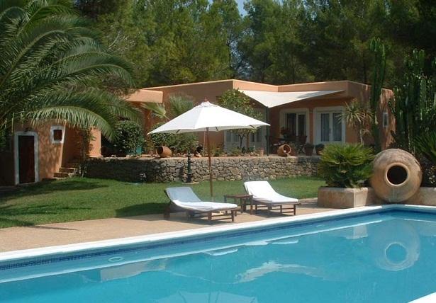 Construir una piscina en casa for Imagenes de casas con jardin y piscina