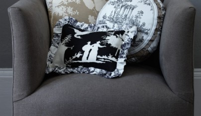Living-room-cushions-toile-Homes--Gardens