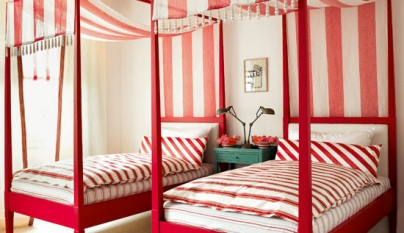 Red-bedroom-Modern-HomesGardens