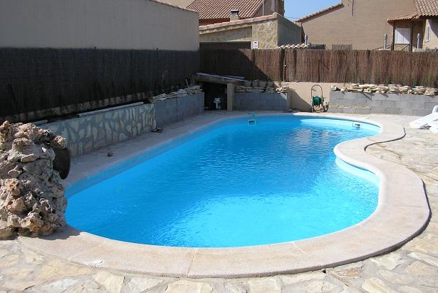 Tipos de piscina para tu jard n for Piscinas sobre suelo