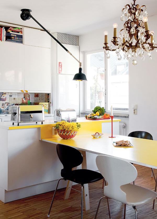 Cocina con isla y mesa integrada for Isla de cocina con mesa