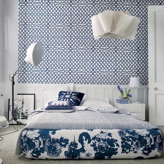 slaapkamer in wit en blauw