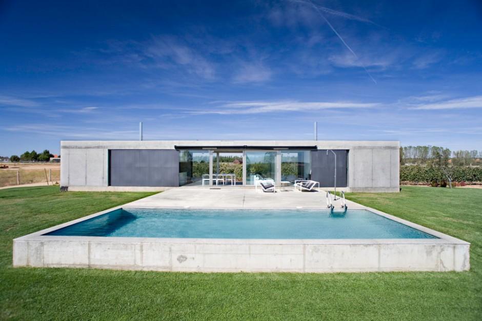 Casa con piscina en espa a for Piscina en casa