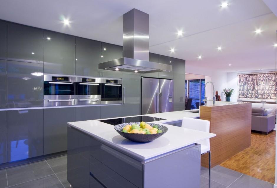 Cocina contemporánea de diseño brillante
