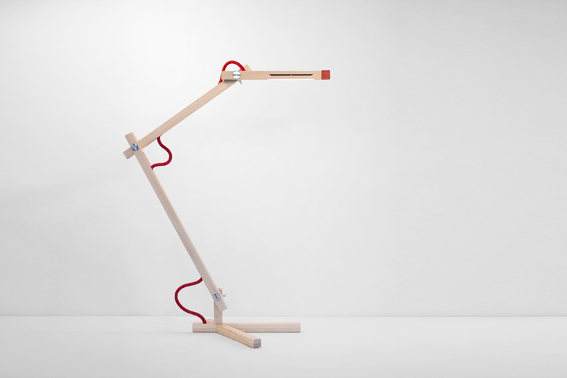 L mpara de escritorio minimalista for Lampara de piso minimalista
