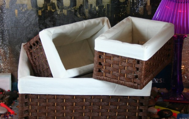 Decoración con cestas de paja o mimbre