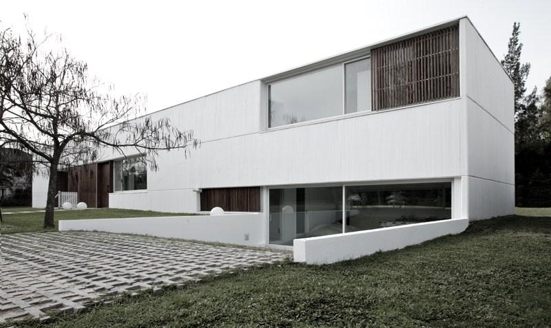 Cada blanca minimalista en argentina for Casas minimalistas en argentina
