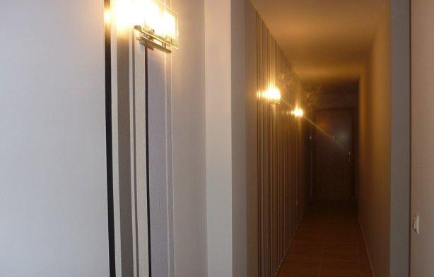 C mo decorar un pasillo largo - Pasillos largos y estrechos como pintarlos ...