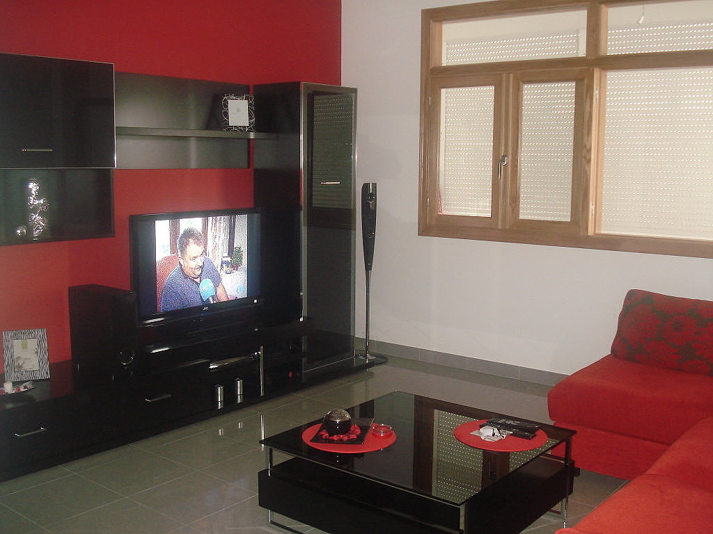 Salones rojos for Casa minimalista roja