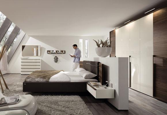la forma ms sencilla es la de dividir el dormitorio con un tabique para tras l poner un vestidor as consigues dos estancias totalmente aisladas y podrs - Dormitorio Con Vestidor