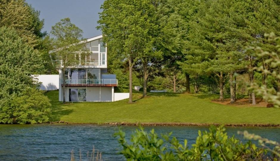 Casa de lujo frente a un lago en virginia - La casa de las estanterias ...