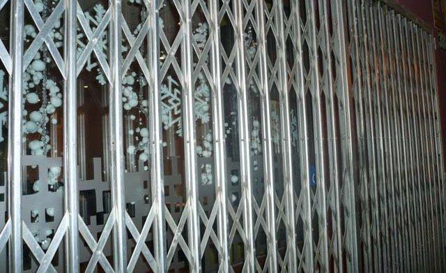 15 pm · Marian Otero · Complementos · puertas · rejas · ventanas