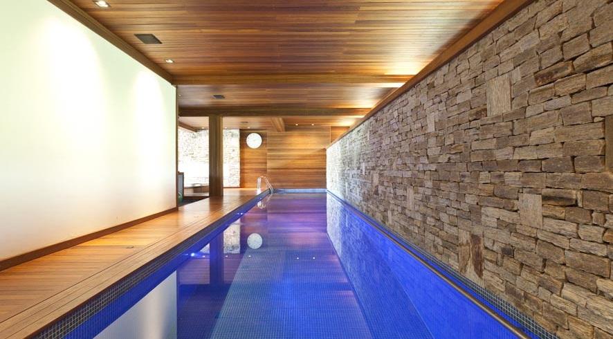 Casa de lujo en sao paulo for Fotos de piscinas climatizadas