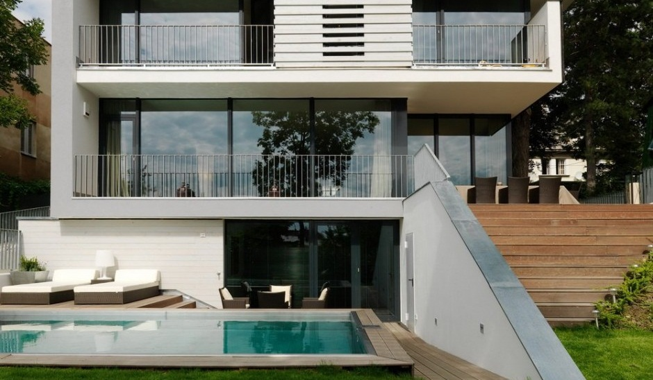 Casa con jard n y piscina en viena for Minimalist house design in malaysia