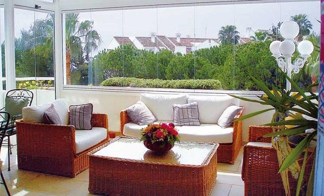 C mo decorar la terraza en verano for Modelo de casa con terraza