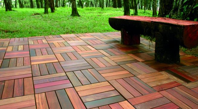 Baldosas de madera para exterior for Suelos para terrazas exteriores leroy merlin