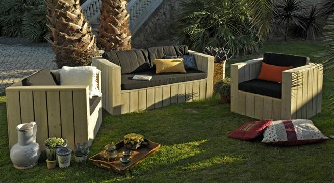 madera minimalista nos encanta este conjunto de sofs y asientos de conforama son el modelo fir y el sof sale por tan slo euros
