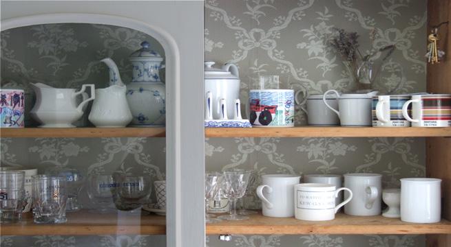 Papel pintado en estanter as y vitrinas - Trucos para empapelar paredes ...