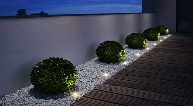 Iluminar el jard n con luz ambiental for Iluminacion para jardines interiores