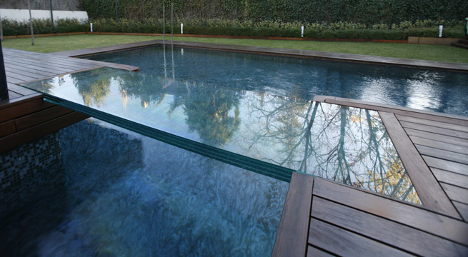 Pasarelas de vidrio para piscinas - Piscina de cristal ...