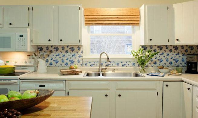 Cuatro ideas para renovar la cocina - Tapar azulejos sin obra ...