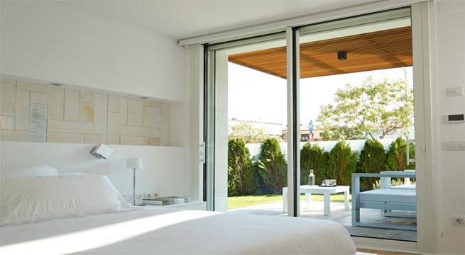 Remodela tu exterior con cerramientos de cristal - Puertas acristaladas exterior ...