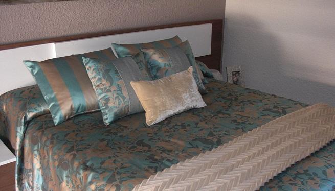 Decorar la cama con cojines - Juego de cojines para cama ...