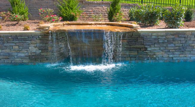Piscinas de distintos colores for Revestimientos de piscinas