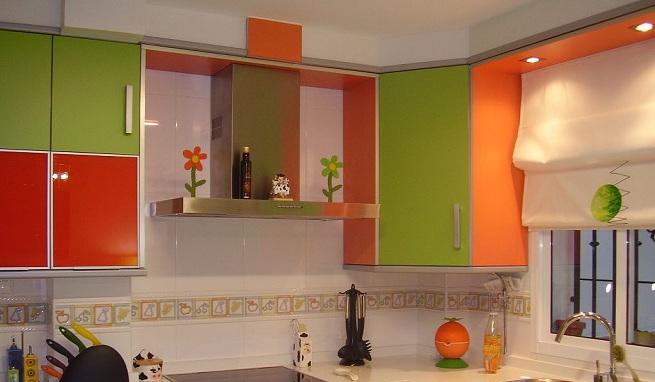 Decorar la cocina de color verde - Cocinas modernas pequenas y baratas ...