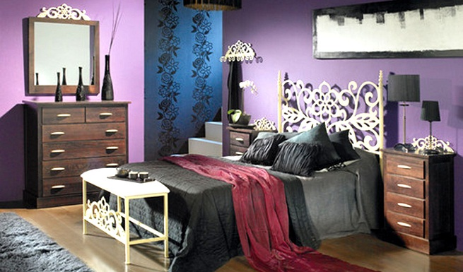 Decorar un dormitorio combinando el color morado