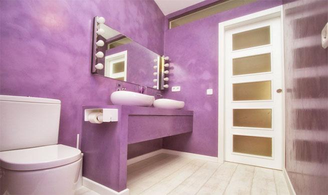 Decoración Baño Lila:Baño con glamour en púrpura y blanco