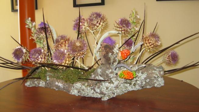 C mo hacer un centro de flores secas - Centros de mesa con pinas secas ...