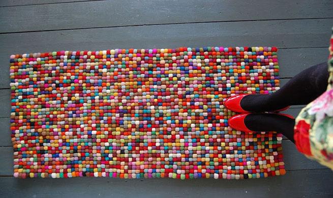 Alfombra de bolas de fieltro - Alfombras hechas a mano con lana ...