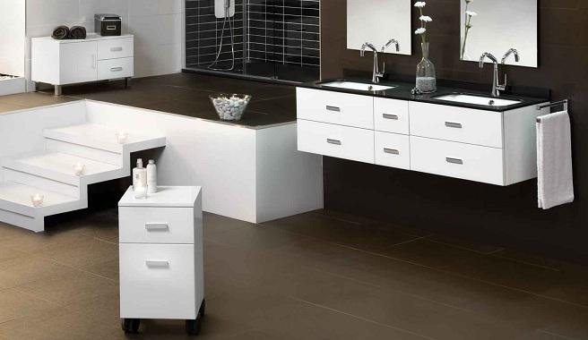 Un mueble auxiliar para mantener el baño ordenado